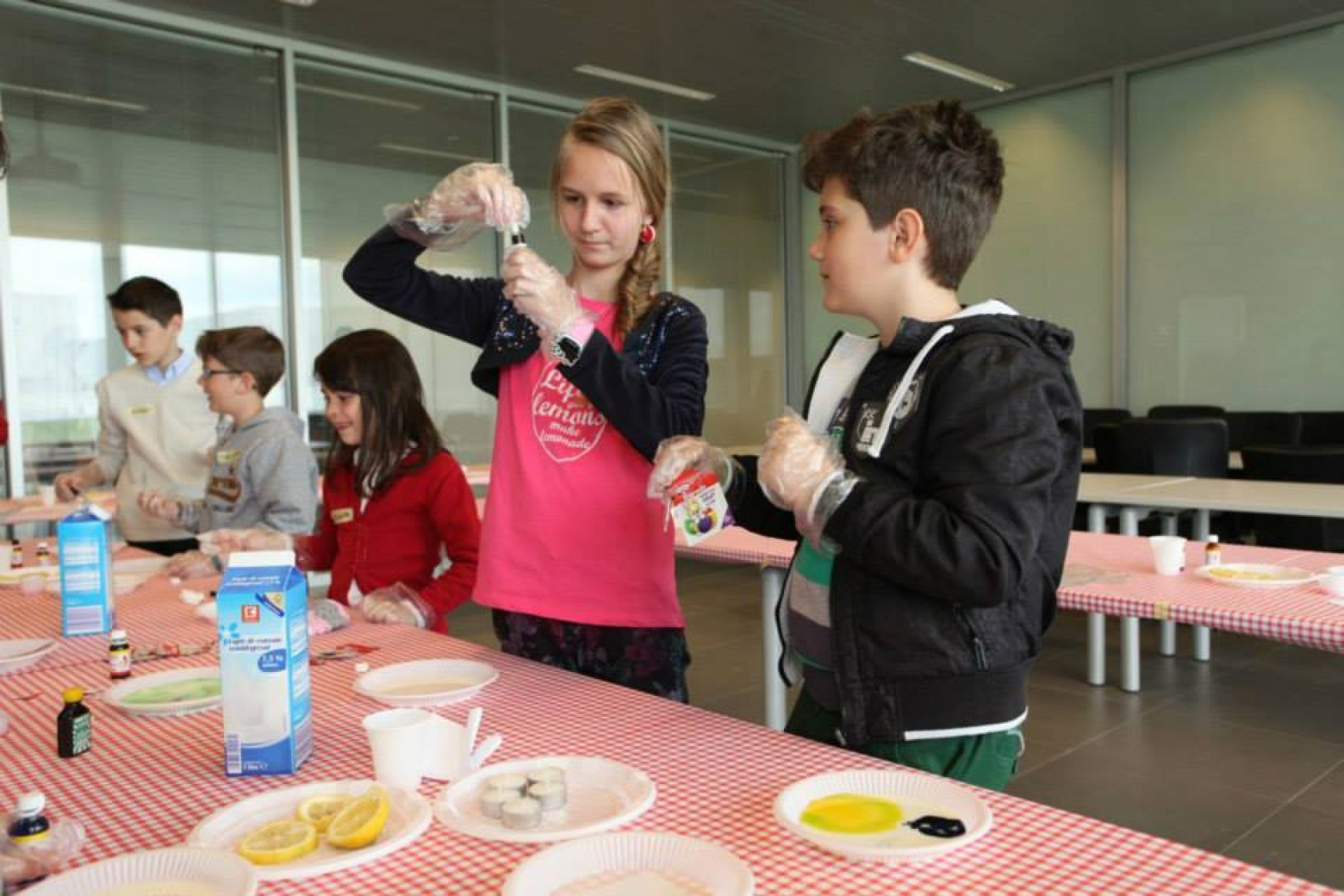 Experimente – Fun Science in gradinite si scoli